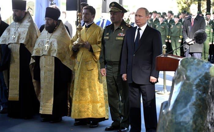 Владимир Путин и патриарх Кирилл заложили главный военный храм России