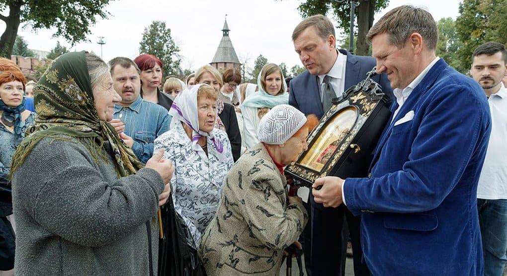 Верующим Тулы подарили икону Димитрия Донского из 2-х тысячелетнего дуба