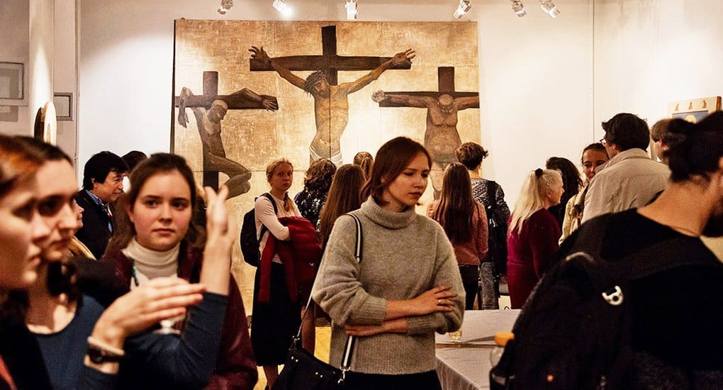 Творчество молодых художников церковной живописи и современного искусства показали на выставке «В поисках утраченной сер...