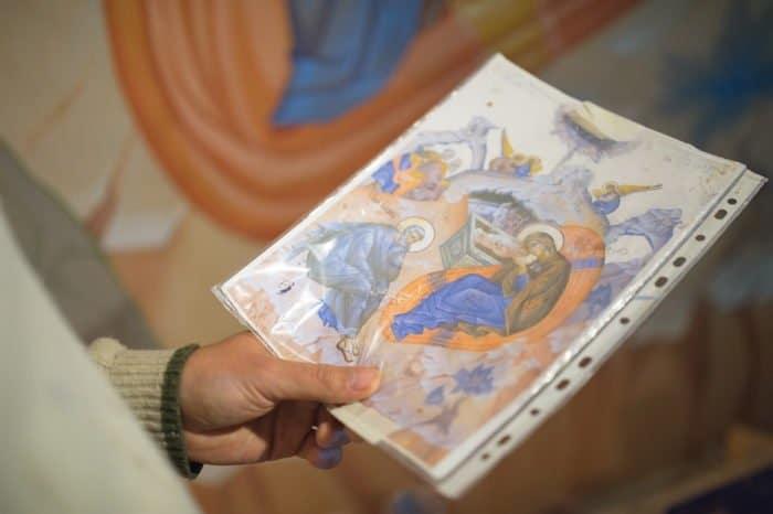 Как расписывают главный венчальный храм Екатеринбурга
