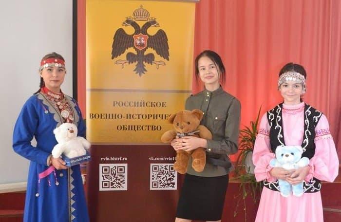 Французы передали детдомам Башкирии плюшевых мишек в память о помощи от России в Первую мировую