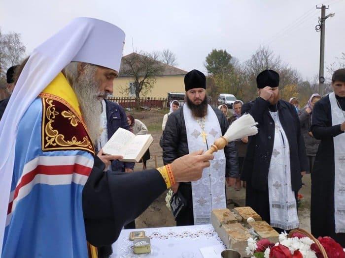 На Тернопольщине верующие строят новый храм вместо захваченного раскольниками