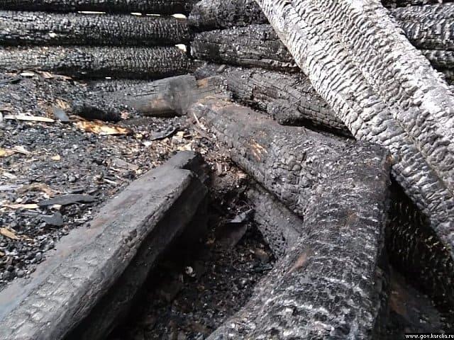В алтарной части сгоревшей в Карелии Успенской церкви нашли более древний алтарь