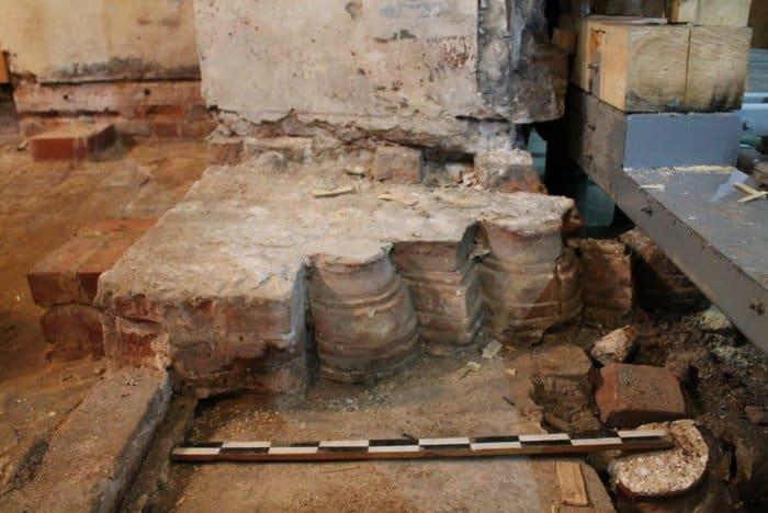 Археологи озадачены пустым саркофагом в Успенском соборе Ростова