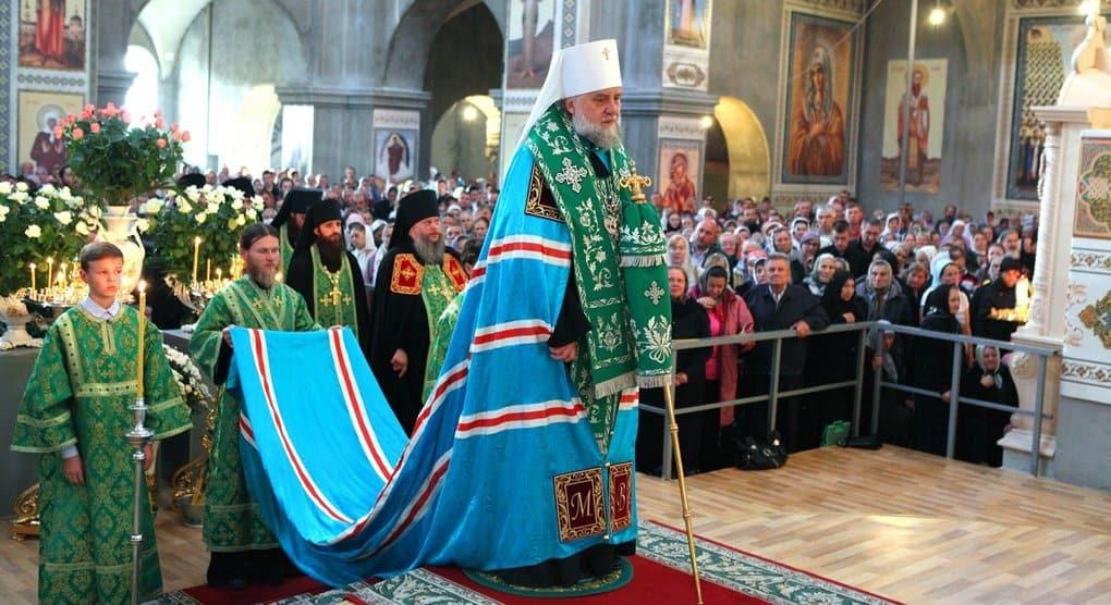 Наместник Почаевской лавры просит Президента Украины остановить давление на обитель