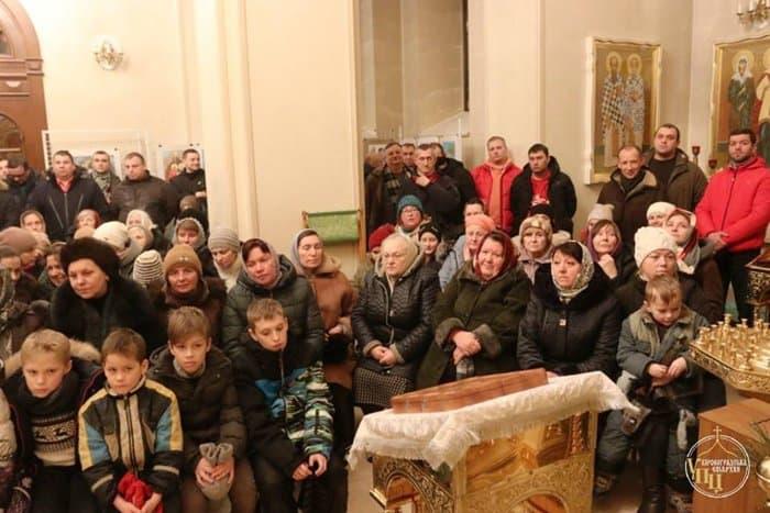 На Украине дети попросили сторонников ПЦУ не отбирать у них храм