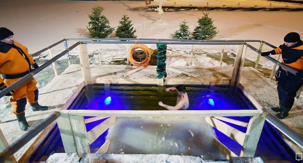 В Подмосковье организовали более 200 мест для купаний на Крещение