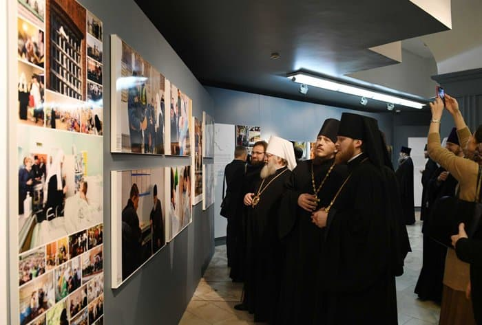 Фотовыставку и книгу в серии «ЖЗЛ» о патриархе Кирилле представили в Москве