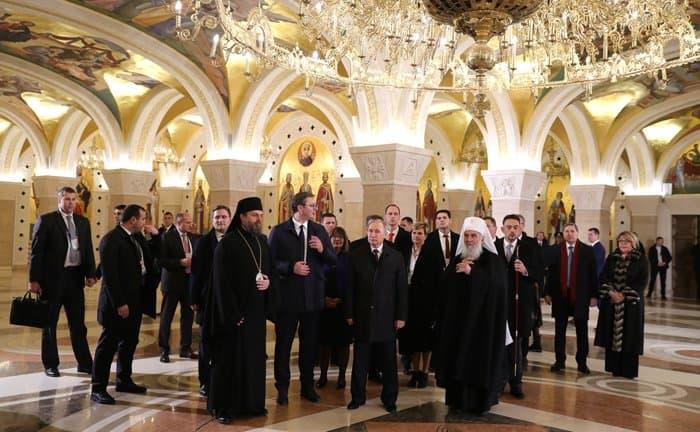 Владимир Путин поучаствовал в создании мозаики в главном храме Сербии