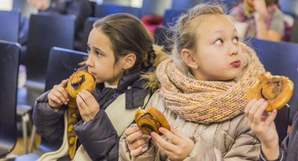 Высоко-Петровский монастырь принял эвакуированных школьников и напоил их чаем с пирогами