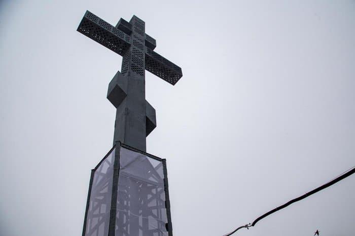 Самый высокий в России поклонный крест установили у въезда в Красноярск