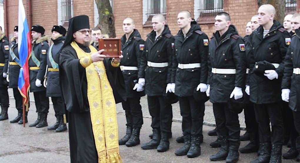Частицы мощей трех святых покровителей моряков передали храму в Балтийске