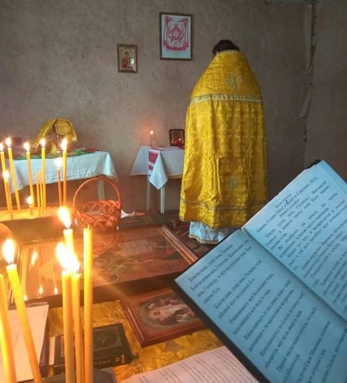 На Волыни община, у которой раскольники отобрали храм, молится в нежилом доме
