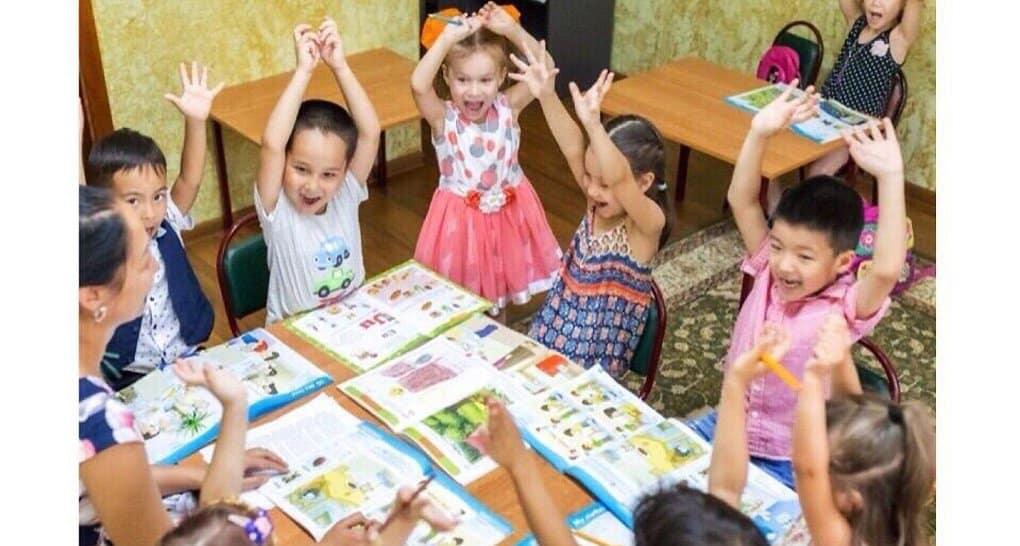 Для детей мигрантов Церковь открыла в Москве бесплатную школу русского языка