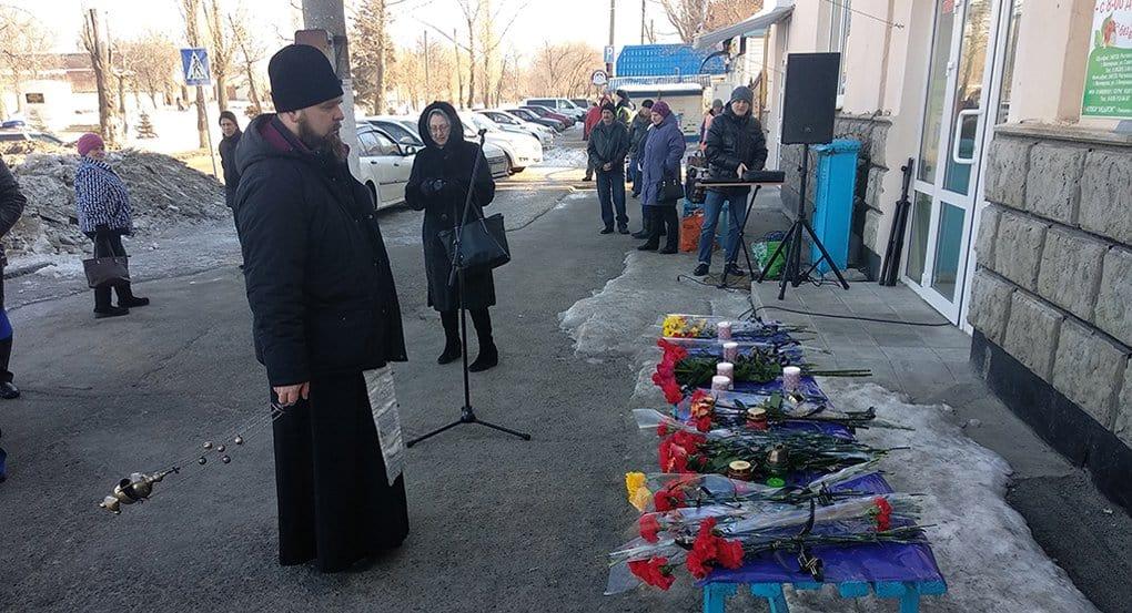 Шахтинские священники молятся о погибших и помогают пострадавшим в крупном ДТП