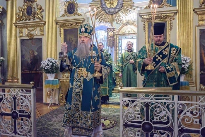 В день памяти Ксении Петербургской к часовне с ее мощами выстроилась очередь
