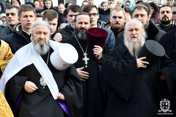 В Луцке около 3 тысяч верующих провели молитвенное стояние в защиту своих прав
