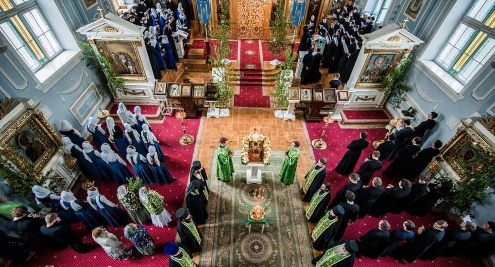 Как сделать первые шаги в храме и не потерять веру?