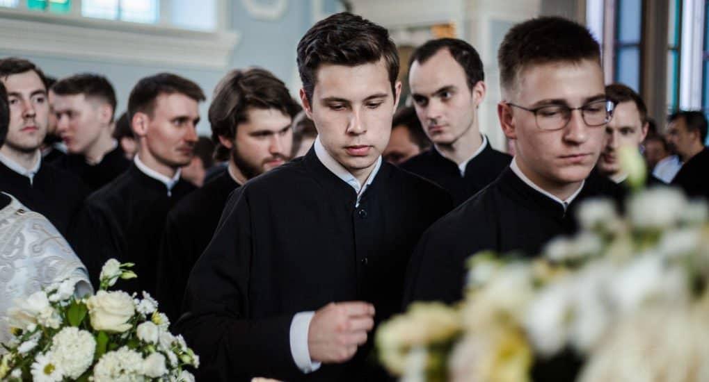 Встречалась с семинаристом, его духовник против нашего брака. Что делать?