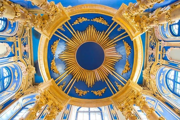 350 реставраторов за 4 года восстановили уникальную церковь в Царском Селе