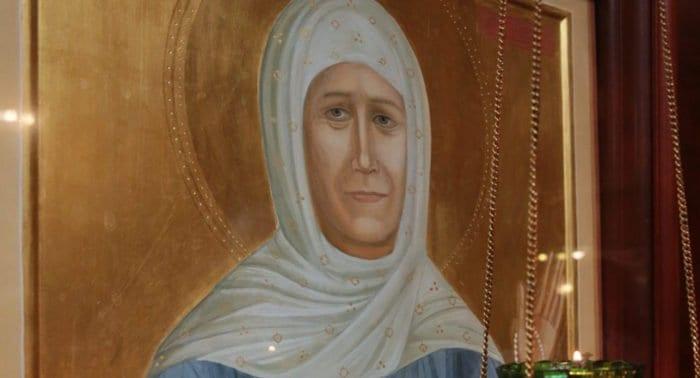 Почему на иконе у святой Матроны открыты глаза?