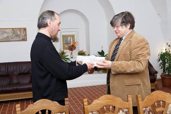 Ковчег с мощами 20 святых временно передали Кирилло-Белозерскому монастырю