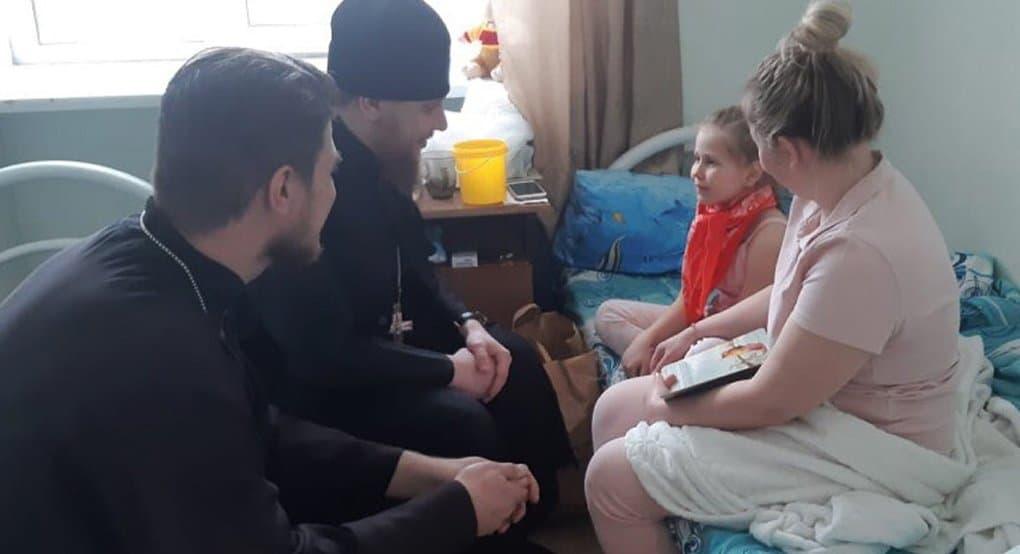 Священники навестили детей, пострадавших на пожаре в храме в Челябинской области