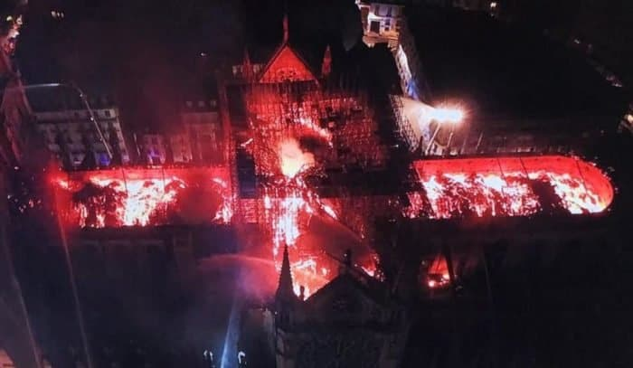 Основные святыни собора Парижской Богоматери спасены