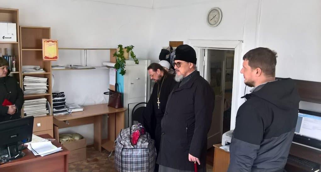 Митрополит Читинский Димитрий привез помощь пострадавшим от степных пожаров