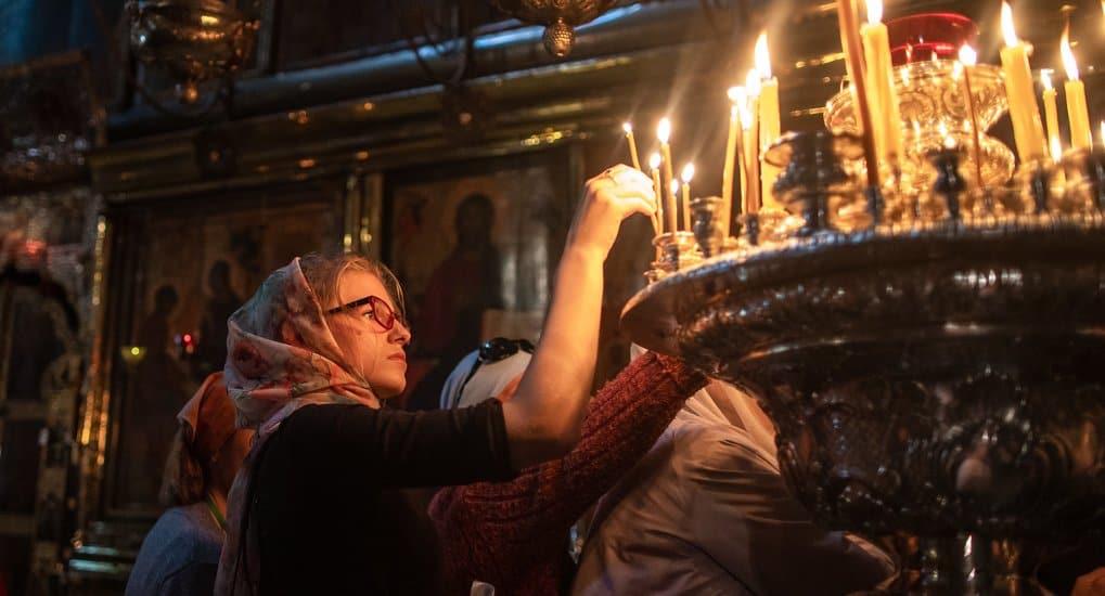 Почему с подсвечников собрали незажженные свечи?