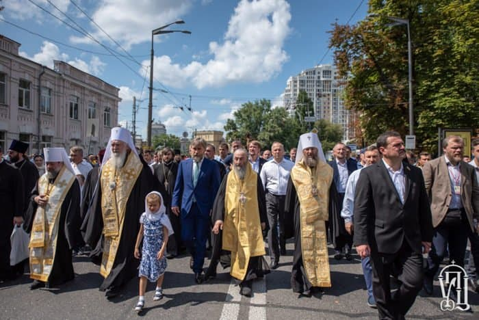 300 тысяч верующих Украинской Православной Церкви прошли крестным ходом в честь Крещения Руси