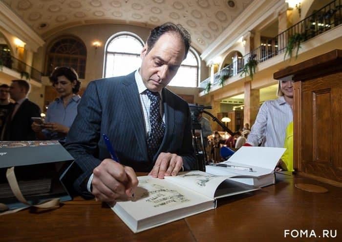 Один из лучших переводчиков Пушкина американец Джулиан Генри Лоуэнфельд стал россиянином