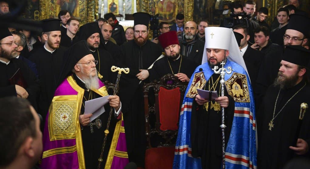 В борьбе одних украинских раскольников с другими очень трудно увидеть какой бы то ни было канонический смысл, - Владимир...