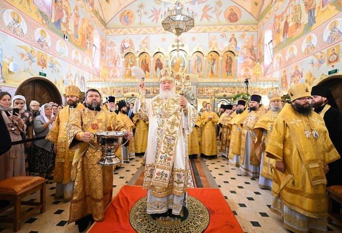 Патриарх Кирилл освятил два новых московских храма