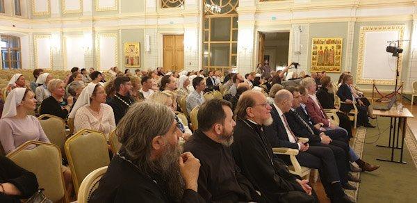 Презентована книга епископа Орехово-Зуевского Пантелеимона «Больничный священник»