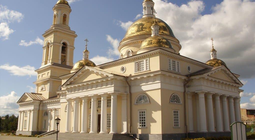 Церкви вернули уникальный собор Невьянска с пятью фаянсовыми иконостасами