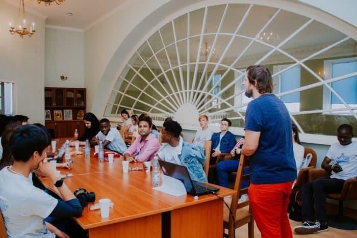 Волонтеры Всемирного наследия под эгидой ЮНЕСКО учились и трудились в Александро-Невской Лавре
