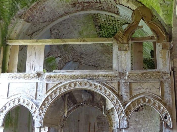 Старинному храму-богатырю в Тверской области срочно нужна крыша!