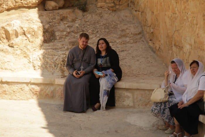 «Мистических совпадений было много» — священник и его супруга о том, как они встретились и влюбились