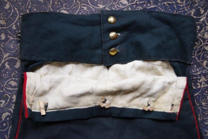 На Максиме кивер, штаны летние, перевязь: как устроен костюм реконструктора Бородинской битвы