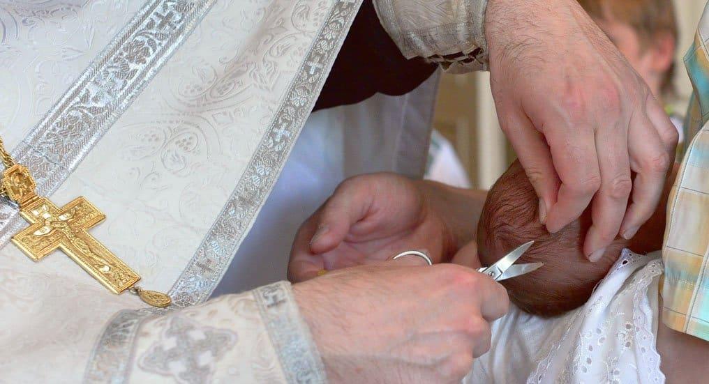 Что делать с волосами, которые состригли при крещения?