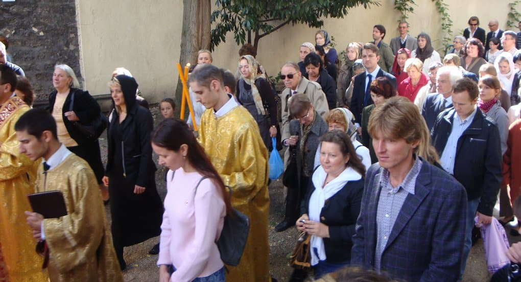 Прихожане «Русского экзархата» со слезами радовались воссоединению с Русской Православной Церковью