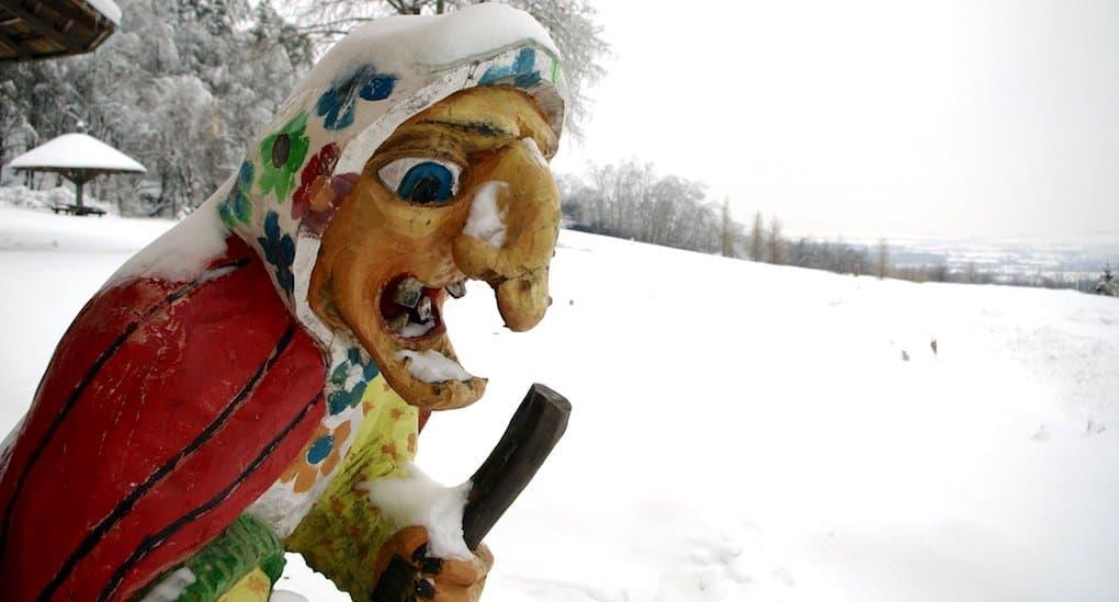 Можно ли играть на детском новогоднем утреннике Бабу-Ягу и кикимору?