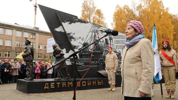 Детям Великой Отечественной войны посвятили памятник в Архангельске