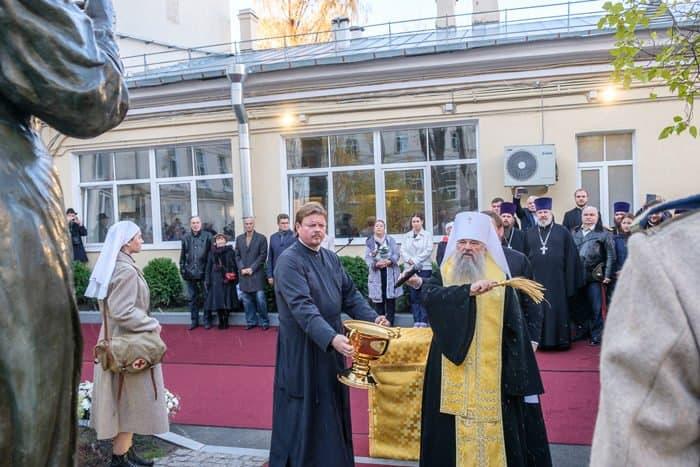 Первый памятник сестре милосердия открыли в Петербурге