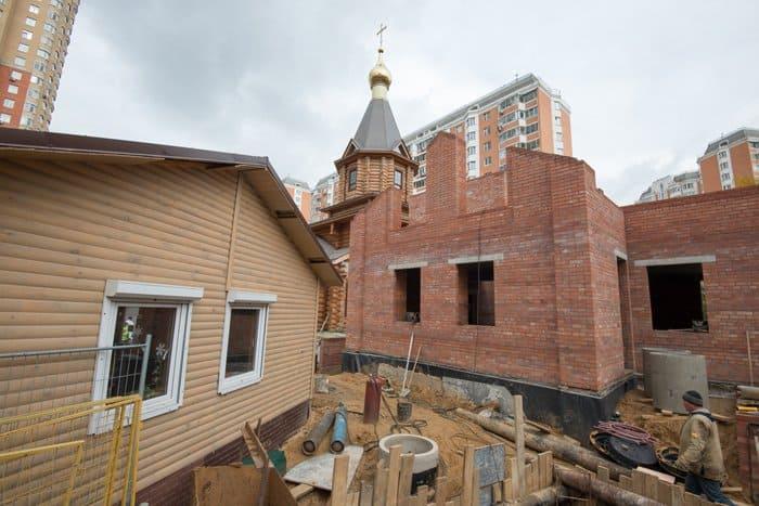 Храм в Ховрине, собранный вручную из лиственницы, сдадут в 2020 году