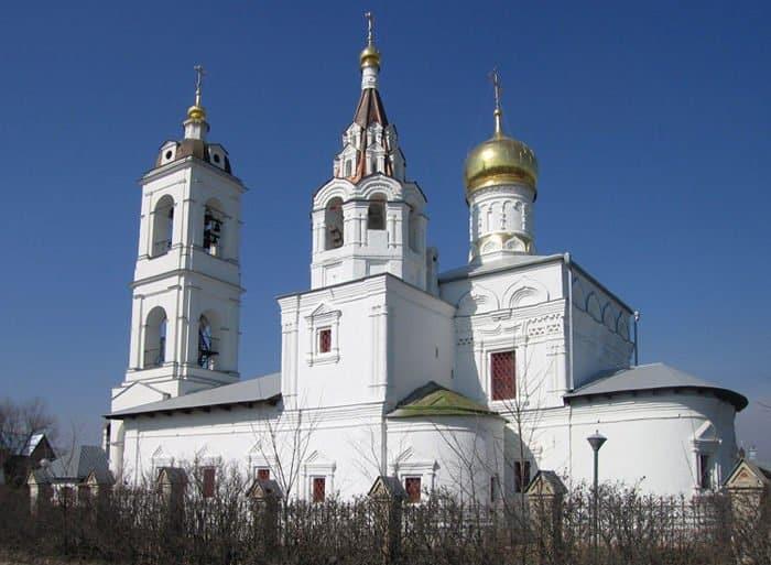 Церкви вернули подмосковный храм XVII века с шатровой колокольней