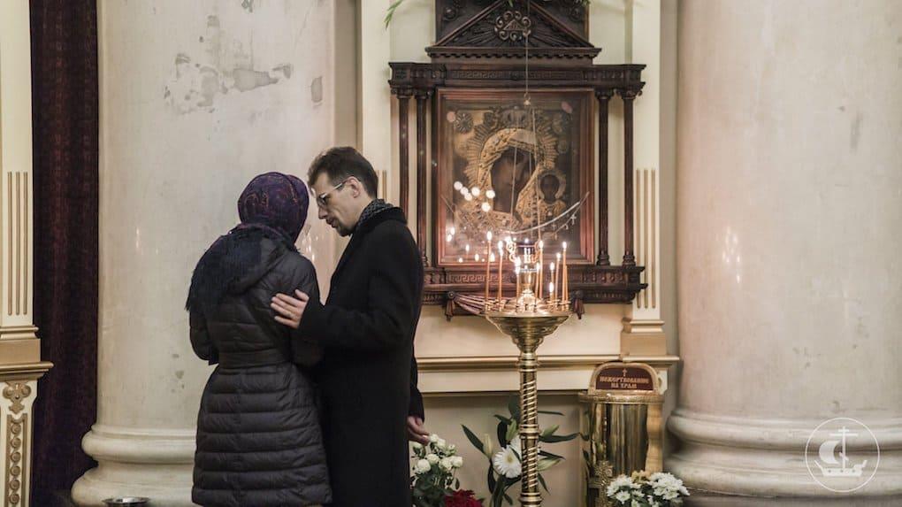 Когда я иду в храм, муж идет тоже, но сам - никогда. Это правильно?