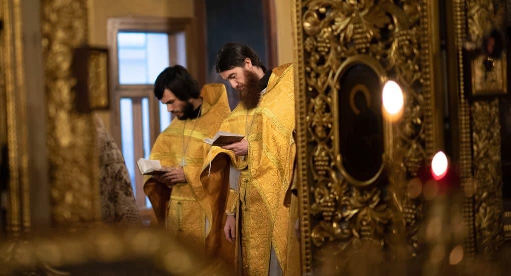 Почему не все священники носят камилавку?