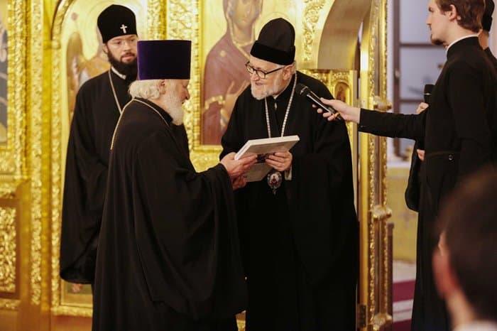 Делегаты Архиепископии приходов русской традиции посетили место проведения Поместного Собора 1917-1918 годов